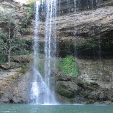 Explorer les Grottes d'Anjohibe